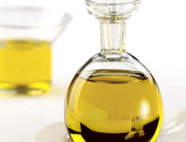 Льняное масло - панацея для слабых волос и дряблой кожи тела