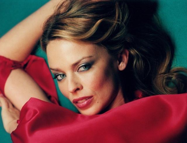 Прекрасна и в 50! Соблазнительная Кайли Миноуг в стильной фотосессии для Vogue Spain
