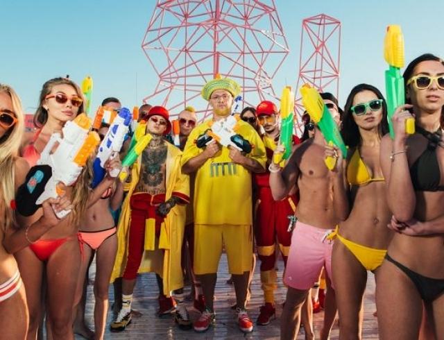 Группа MOZGI выпустила Влажный пляжный клип