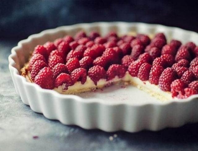 Чизкейк с малиной и печеньем: простой рецепт