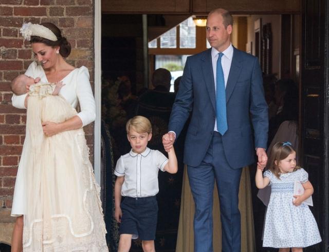 За брата — горой: принцесса Шарлотта защитила принца Луи от папарацци