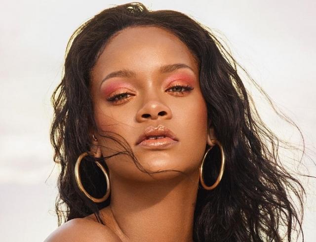 Бьюти-секреты Рианны: как певица делает идеальный макияж и брови