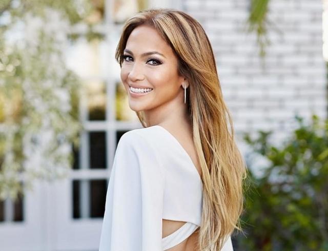 Дженнифер Лопес в соблазнительном образе снялась в клипе Te guste: премьера видео