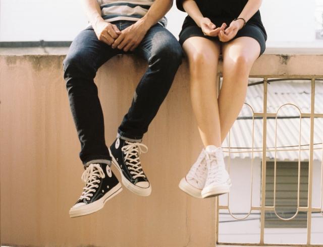Ликбез по отношениям: что такое бенчинг и как понять, что ты