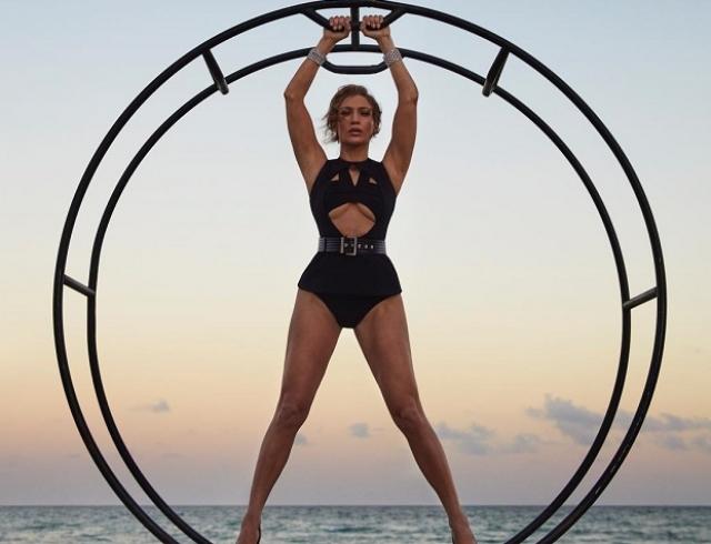 Дженнифер Лопес снялась в соблазнительной фотосессии для Harper`s Bazaar (ФОТО)