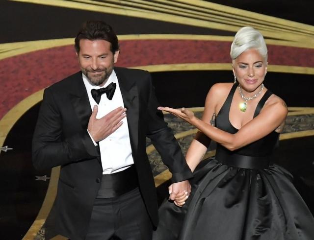 """Леди Гага и Брэдли Купер трогательно выступили на церемонии """"Оскара"""" с песней Shallow (ВИДЕО)"""