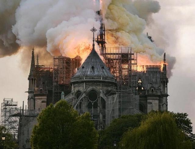 Названа причина пожара в Соборе Парижской Богоматери