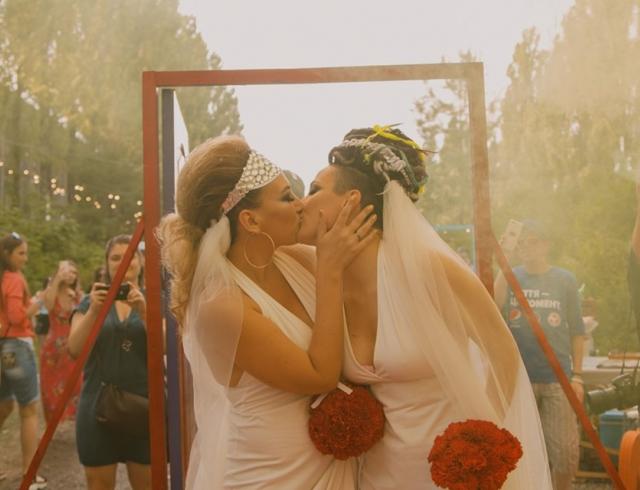 В Украине впервые сыграли однополую свадьбу