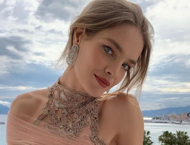 Появились снимки, как модель Наталья Водянова отдыхает вместе с родными и друзьями