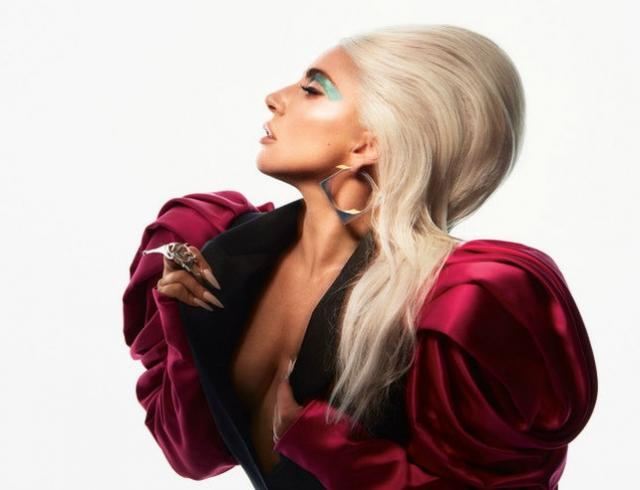 """""""Никогда не считала себя красивой"""": Леди Гага снялась в провокационных образах для обложки глянца (ФОТО)"""