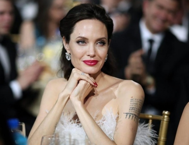 Анджелина Джоли показала роскошный дом в Лос-Анджелесе, в котором живет после развода с Брэдом Питтом (ВИДЕО)