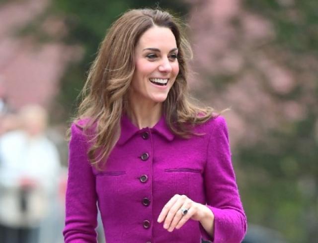 Обсуждают все: Кейт Миддлтон в любимом костюме посетила новый детский хоспис в Норфолке (ФОТО) - Звезды
