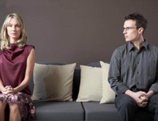 Почему муж выгоняет семью из квартиры?