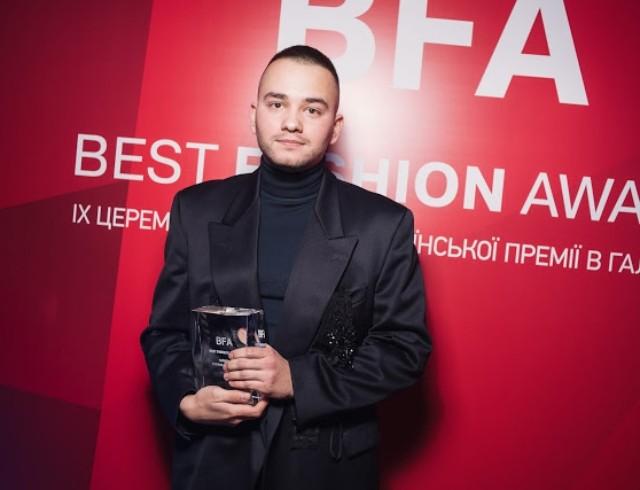 Fashion-помощь: Иван Фролов начал отшивать защитные костюмы для медиков