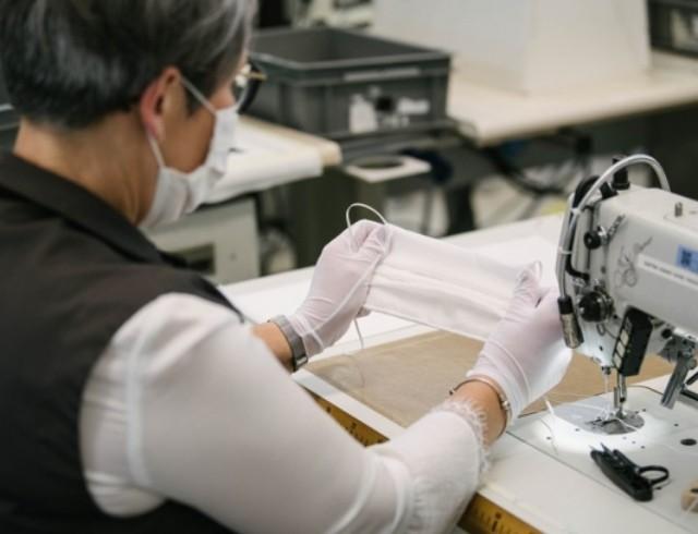 Fashion-помощь: Louis Vuitton теперь будут отшивать медицинские маски